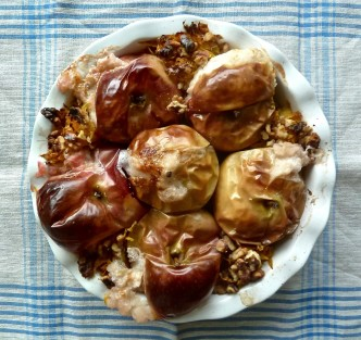 Baked Apples with Pumpkin and Walnuts